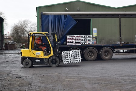 Hyster loading lorry